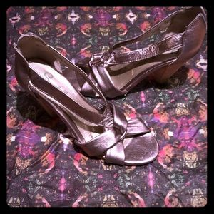 SEYCHELLES silver leather stack heeled sandals 6.5